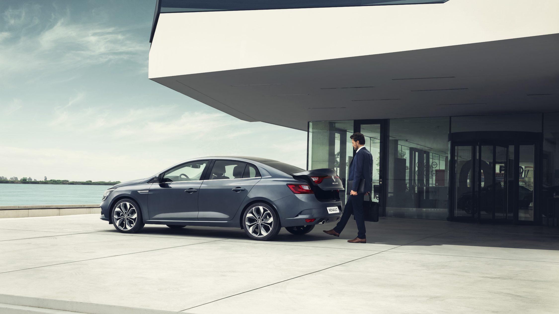 renault-megane-sedan-lff-ph1-features-modularity-002.jpg.ximg.l_full_h.smart.jpg