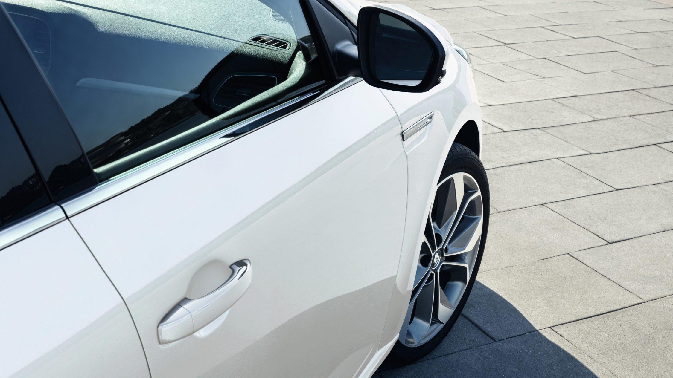 renault-megane-sedan-lff-ph1-design-007.jpg.ximg.l_full_h.smart.jpg